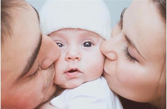 Меры социальной поддержки семьям, имеющим детейЕжемесячная выплата в связи с рождением (усыновлением) первого ребенка
