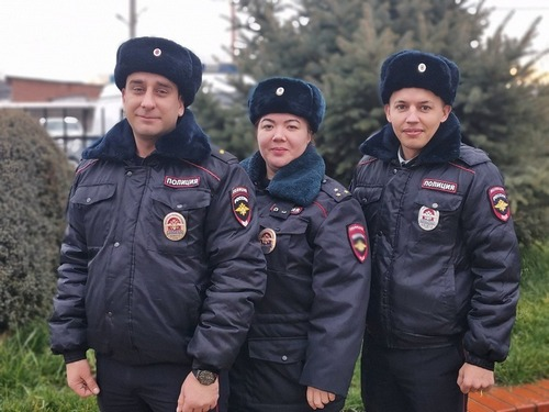 В Калининском районе полицейские разыскали и вернули домой пропавшую девушку