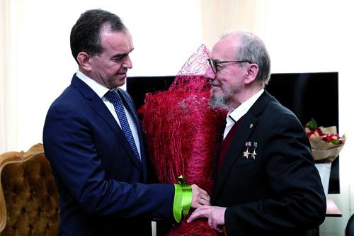 Вениамин Кондратьев поздравил Виктора Захарченко с днем рождения