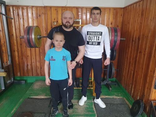 От деда — к отцу, от отца — к сыну