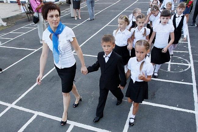 На Кубани 48 лучших учителей получат премии по 200 тысяч рублей