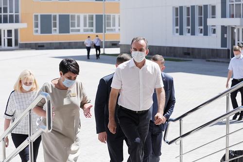 Вениамин Кондратьев посетил новую школу по ул. Красных Партизан в Краснодаре