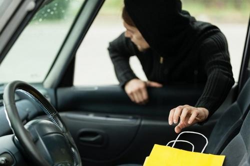 48-летний местный житель, похитил из автомобиля потерпевшего денежные средства в сумме 12000 рублей