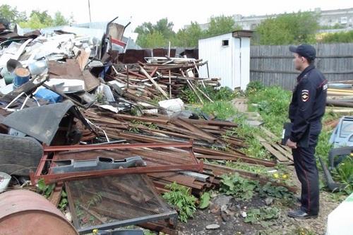 Злоумышленники повредили металлическое ограждение и сдали в пункт приема металла