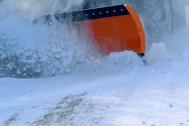 На Кубани к уборке снега на дорогах привлекли более 3,5 тыс. единиц спецтехники