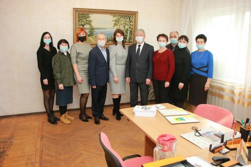 Глава района Виктор Кузьминов поздравил коллектив «Калининца» с праздником
