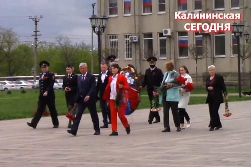 Сегодня в Калининской возложили цветы к Вечному огню