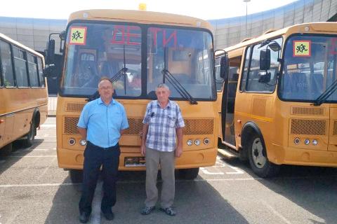 В школе появился новый автобус